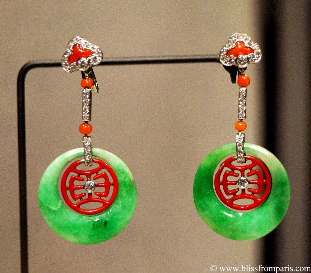 Boucles d'oreilles, Cartier New York,1926, diamants, jade, corail, émail rouge