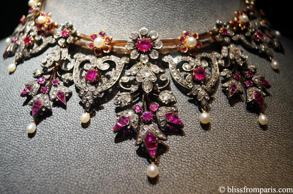 Collier en or, argent, diamants de tailles ancienne, rubis, perles; circa début  XIX siècle