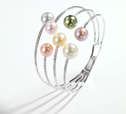 Técla: bracelet Comète en or gris, diamants, perles d'eau douce et des Mers du Sud © Técla