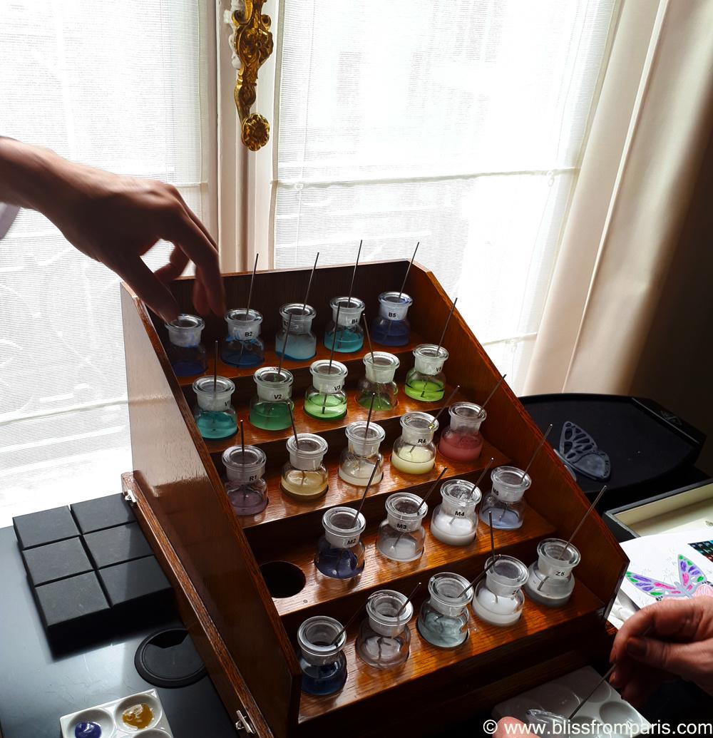 L'orgue à émaux avec les références des couleurs