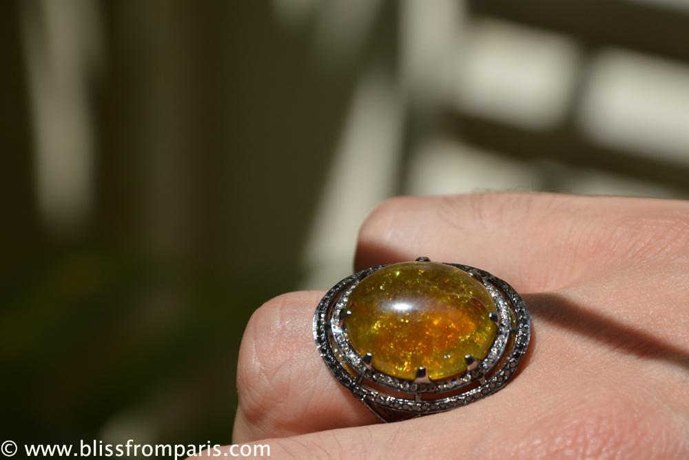 Bague avec tourmaline, diamants et diamants noir