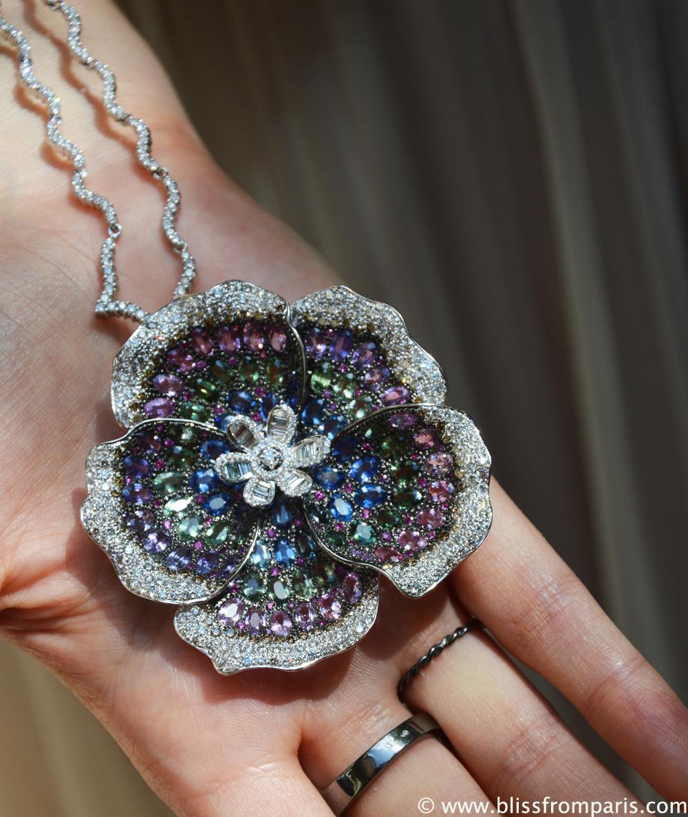 Collier avec diamants et pierres précieuses